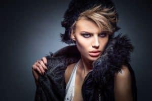 מעצבת אופנה לבין סטייליסטית ראשית